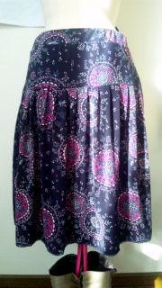 セールで買ったスカートですが、出番がないのでパンツタイプにリメイクします