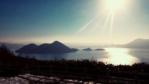 洞爺湖です。実は我が家からは割と近くて札幌や実家に帰省する時はこの洞爺湖の前を通るんです。