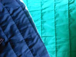使用した生地。紺とグリーンのかなり厚手のキルティングです。