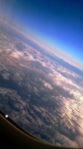 飛行機から見るこの景色が大好きです。また乗りたいな~。